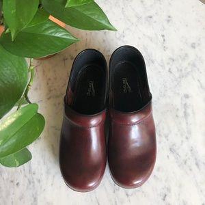 Dansko Wine Red Maroon Embossed Clogs Size 10 - 40